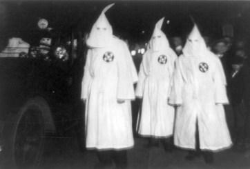 Suspenden a maestro que envió tarea sobre el Ku Klux Klan a niños