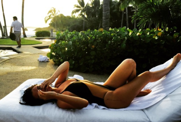 Selena Gómez muestra su sexy curvas
