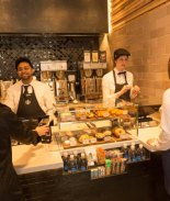 Starbucks abre su primera tienda exprés