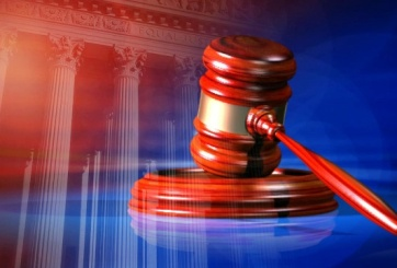 VIDEO: Juez reduce fianza de entrenador acusado de asesinato