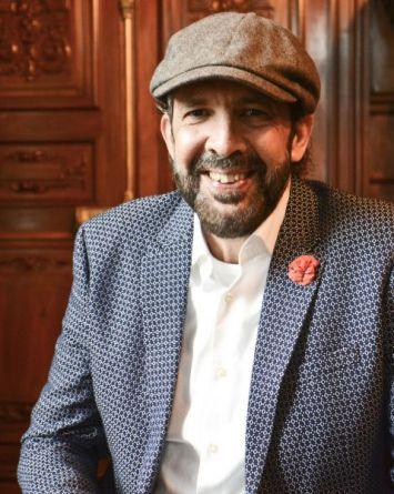 Juan Luis Guerra y Grammy Latino regalan beca para Berklee
