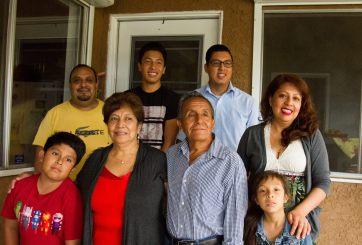 Jóvenes dan guerra en redes contra deportación de abuelitos