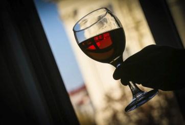 Video: Buena cosecha; buen romance: el arte de la producción del vino en la costa central