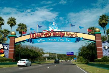 Disney desaloja huéspedes de hotel por huracán Matthew