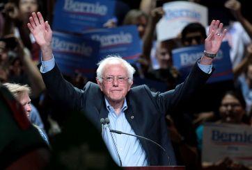 """""""Prácticamente empatado"""" con Clinton, Sanders agradece a Iowa"""