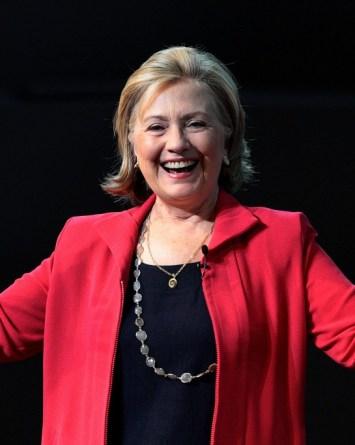 VIDEO: Hillary Clinton ganó con una moneda… pero no todo