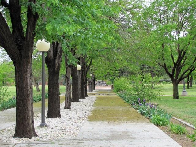 Walkway_outside_Golden_Library,_NMU