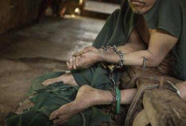 Son enfermos mentales pero los creen poseídos en Indonesia