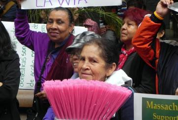 Demoran en Illinois votación de iniciativa a favor de empleadas domesticas