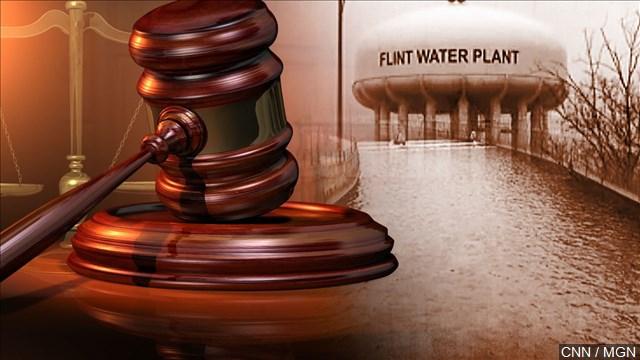 Tres funcionarios enfrentan cargos por agua contaminada en Flint