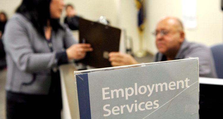 Otros 2.4 millones reclamaron subsidio de desempleo la semana pasada