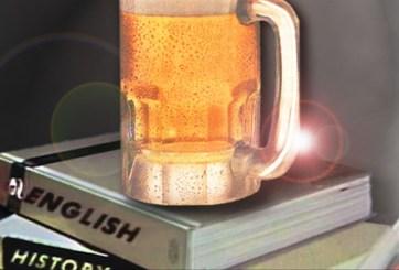 Arrestan a profesores que bebían alcohol en horario escolar en México