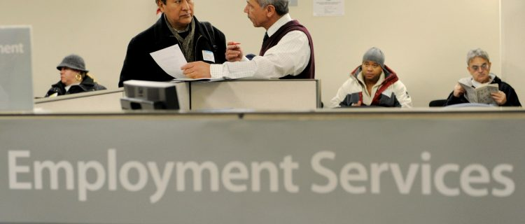 Vuelven a subir las solicitudes de desempleo a más de un millón