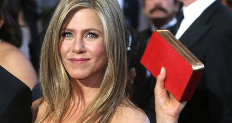 Alto al acoso: Aniston molesta con la prensa aclara que no está embarazada