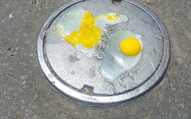 VIDEO: Fríen huevo en tapa de alcantarilla por intenso calor