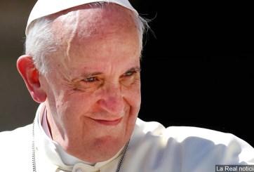 Jesús nunca abandonaría a un transexual, afirma el Papa Francisco