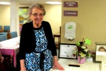 Enfermera de 93 años se jubila !tras 72 de servicio!