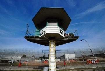 Obama indulta a 214 presos condenados por drogas