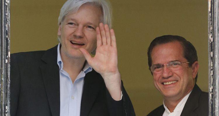 Julian Assange demandó al gobierno de Ecuador por dejarlo incomunicado