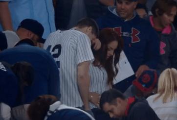 VIDEO: Le propuso matrimonio en el estadio pero perdió el anillo