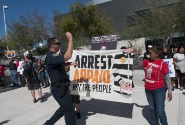 Alguacil Arpaio ya enfrenta cargos criminales por perseguir inmigrantes