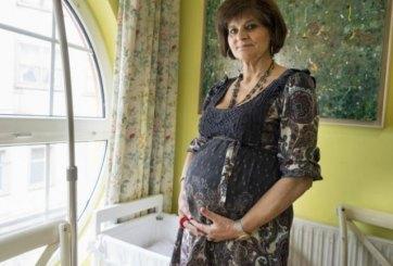Mujer de 62 años da a luz a su tercer bebé