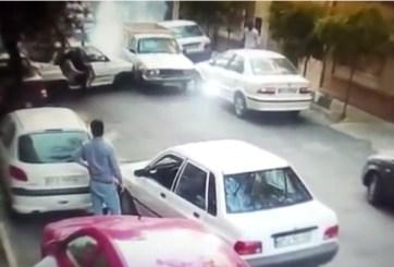 VIDEO: Conductor sortea calle prohibida pero choca varios vehículos
