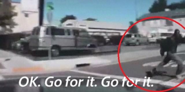 VIDEO: Policías intentaron arrollar a indigente con enfermedad mental