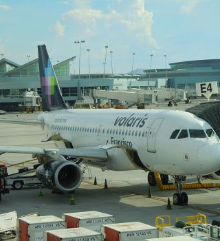Pasajeros salen de hospital tras violenta turbulencia en avión mexicano