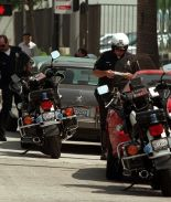 Policías sorprenden con pavos en vez de multas