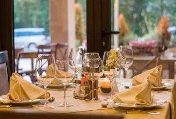 Avanza proyecto de ley que aumentaría a $12 sueldo en restaurantes