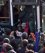 FOTOS: Miles logran salir de Aleppo y miles esperan su evacuación