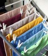 La razón por la que no deberías secar ropa dentro del hogar