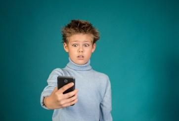 Francia prohíbe los celulares en las escuelas