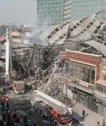 VIDEO: Cae edificio en llamas y mata a más de 30 bomberos en Irán
