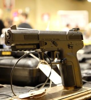 VIDEO:¿Son tiendas de armas negocios esenciales en estado de emergencia?