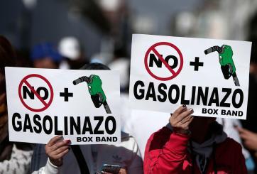 Siguen manifestaciones pacíficas y va lento abastecimiento de combustible