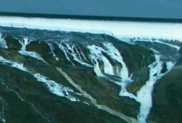 Desalojan a más de 180 mil por peligro en la presa más grande de EE.UU.