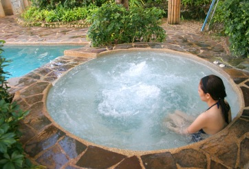 Un baño de agua caliente es tan bueno como caminar por 30 minutos, estudio