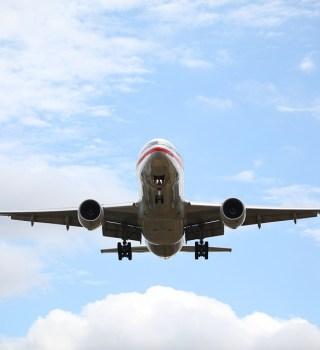 Muere migrante al caer de avión en pleno vuelo, viajaba escondido