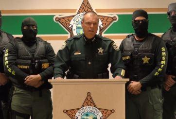 Critican Alguacil de un condado de Florida por mensaje antidrogas