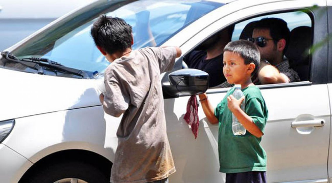 Rentan niños para pedir limosna