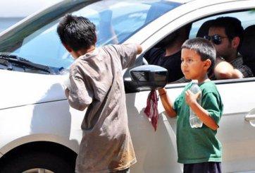 Rentan niños para pedir limosna en México