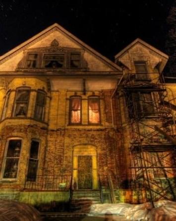 Se busca niñera y ofrecen 64 mil dólares, pero en casa embrujada