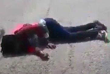 VIDEO: Se burlan e insultan a joven mientras ella se desangra