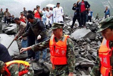 Derrumbe sepulta a pueblo en China y deja más de 120 desaparecidos