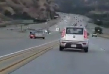 VIDEO: Incidente de rabia en plena autopista provoca choque múltiple