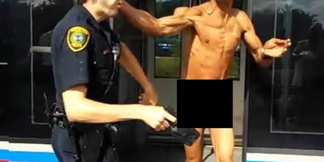VIDEO: Hombre desnudo en el metro rocía a policías con insecticida