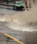 VIDEO: Inundaciones en México generan caos e ingresos para unos