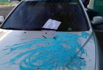 Pandillas bañan de ácido auto de presentador de noticias en El Salvador